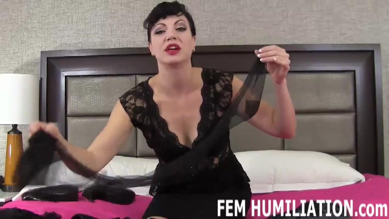 Перед Клиентом Проститутка Ванесса Одевала Сексуальное Белье, Показывая Молодому Жеребцу Свою Маленькие Сиси Смотреть