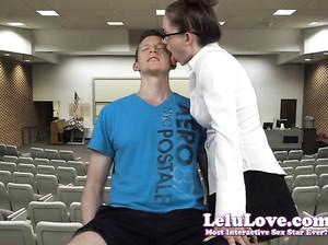 Женщина в очках страстно вылизывает уши парня