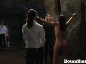 БДСМ лесбиянок с подвешиванием на цепях