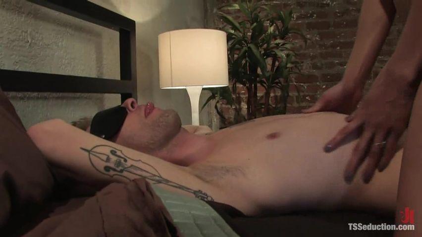 Парень и транс порно онлайн в хорошем качестве