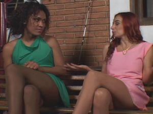Девка транс присунула своей сочной подруге