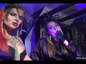 Две дамы с вуалями на лице страстно затягиваются сигаретами