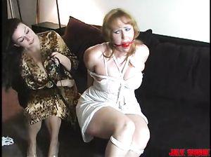 Лесбиянка сделала крутой бондаж блондинки