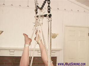 Цыпочку связали веревкой по рукам и ногам