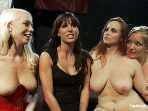 Групповой оргазм толпы девок при испытании секс машин