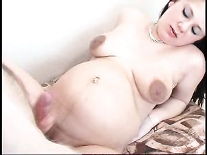 Беременная развратница страстно желает секса и жахается с чуваком