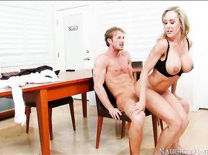 smotret-onlayn-russkoe-porno-ledi-seks-foto-ot-sari-dzheyn