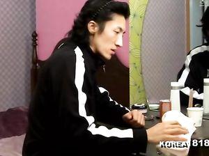 Жаркий перепихон корейской пары в спальне