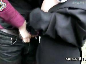 Корейский трахальщик кинул палку девке прямо на улице