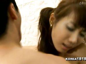 Японка проходит свой кастинг в порно студии