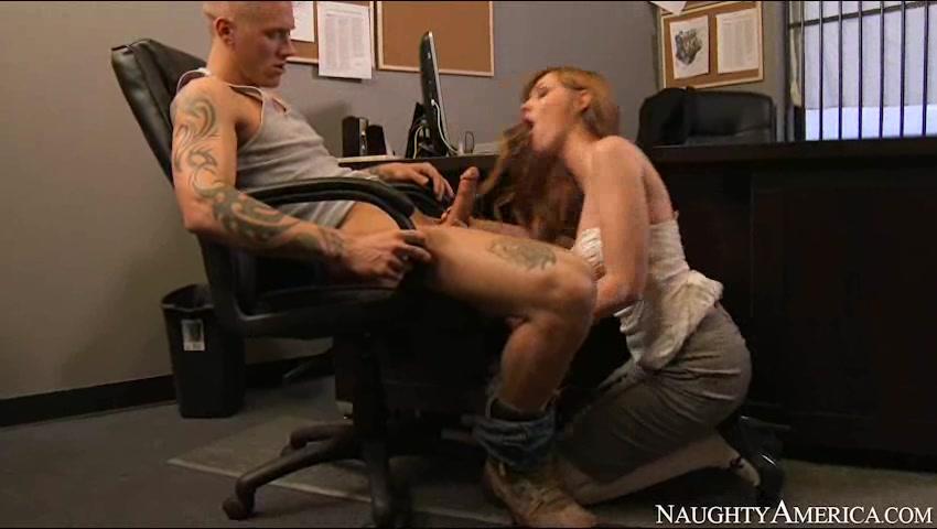 Похотливые начальницы порно фото