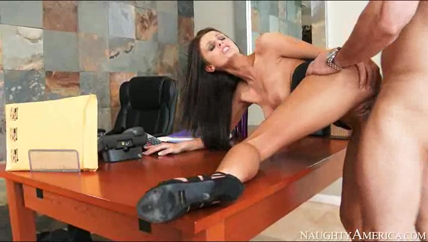 Порно скрытая камаре секретарша ждет начальника