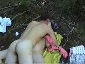 Пригласил красотку на пикник и поимел ее там