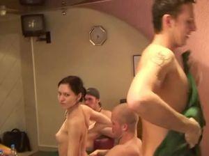 Русские студенты устроили лесбийскую секс вечеринку