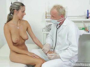 Порно зрелый врач выебал юную пациентку