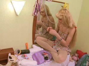 Худенькая блондиночка натянулась на мощный пенис