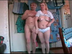 Деревенская пара снимает свой домашний секс