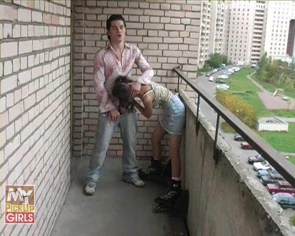 russkiy-striptiz-na-balkone