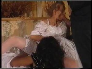 Жених наблюдает, как ебут его невесту в брачную ночь