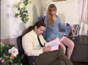 Сделай секретарше ланьет, получи минет и поимей ее в POV порно