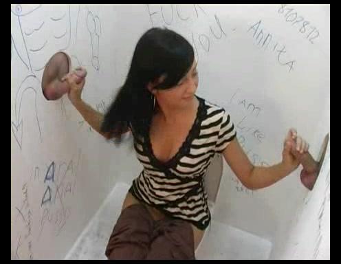 Порно ебется об стенку