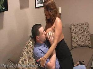 Зрелая женушка удовлетворяет супруга