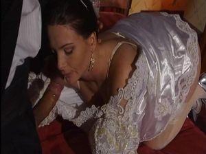 Невеста получила признания в любви и ебется