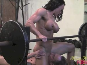 Порно видео со спорт культуристками