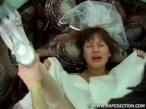 Бывшие любовники силой трахают красивую невесту