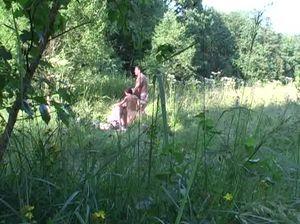 Две семейные пары чпокаются в лесу и за ними подглядывает студент