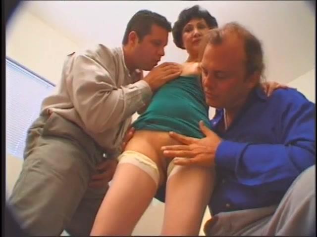 Порно старая дама пригласила мужиков