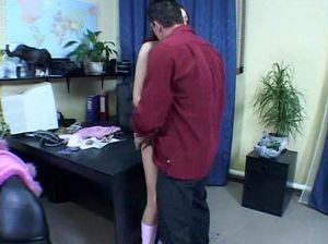 Секретаршу украинку поебал молодой начальник