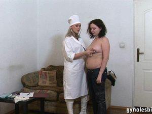 Гинеколог лесбиянка полизала своей пациентке