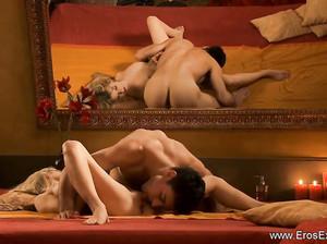 Хороший красивый секс молодой пары