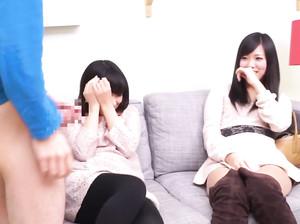 Стеснительные японские девушки впервые делают минет