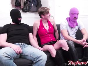 Немецкую старую шлюху потрахали мужики в масках
