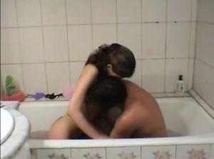 Русские подростки устроили еблю в ванной