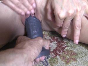 Мужик трахает культуристку резиновым фаллоиммитатором
