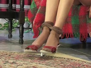 Русские лесбиянки рвут на себе колготки и лижут мокрые киски