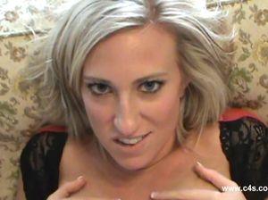 Блондинка сестра с большой грудью развела младшего брата на секс