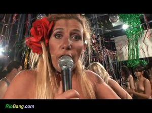 Выставка сочных минетов в Бразилии во время особенного карнавала