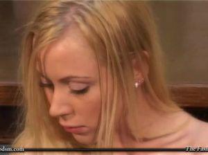 Развратники трахнули вдвоем красивую блондиночку на кастинге