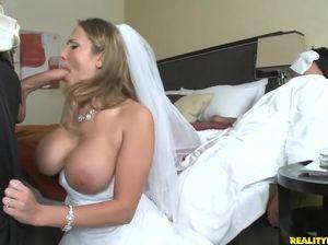 Когда жених был в отключке грудастая невеста нагло изменила