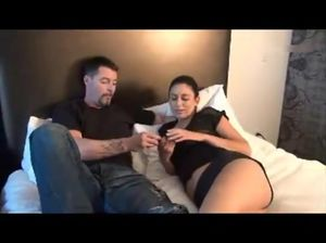 Сексапильная дочурка соблазнила красавца отца на половой акт