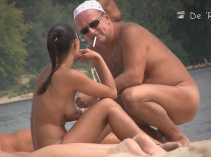 Скрытая камера на русском нудистском пляже сняла голых девушек