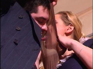 Похотливый секс с русской горничной с элементами фетиша с колготками