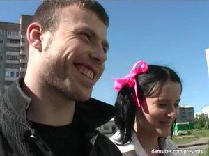 Матерый пикапер развел русскую девушку с хвостиками и тонкой талией на трах