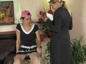 Русская училка развела студентку на взаимный кунилингус