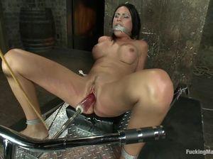 Множественные оргазмы с секс машиной