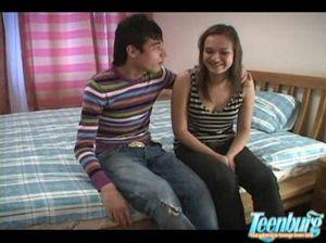 Молодой брюнет развел русскую красавицу на секс с камерой